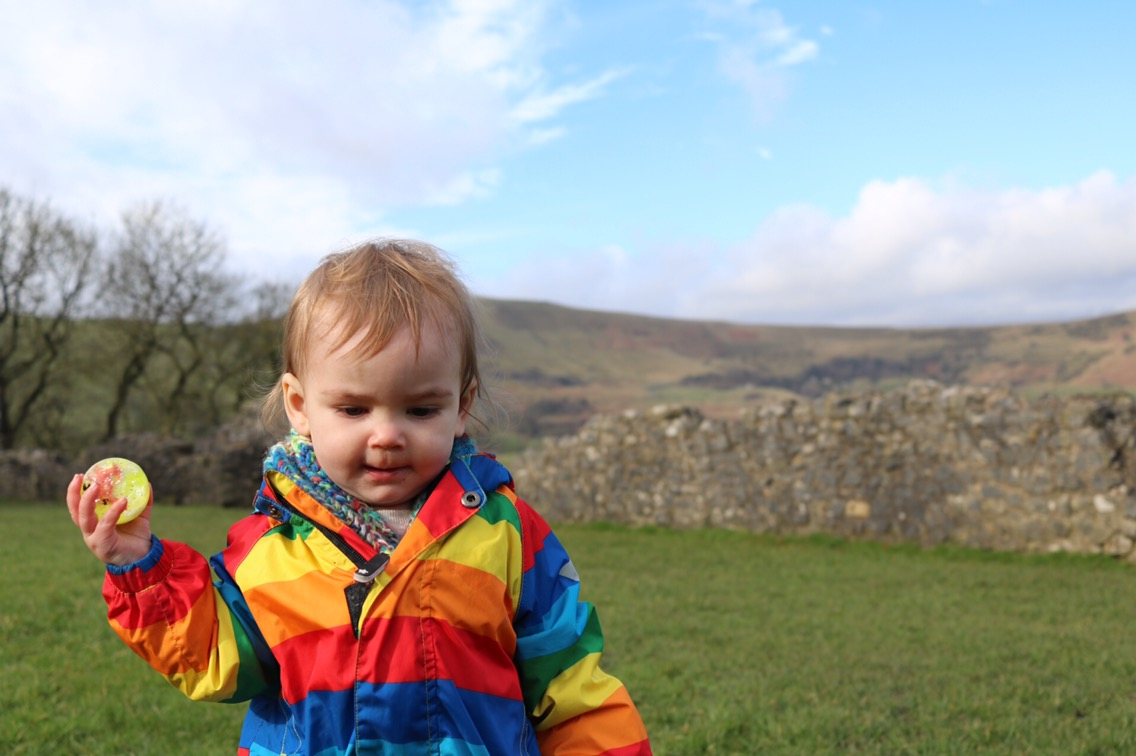 what to do in castleton derbyshire day trip with a toddler at Perevil castle